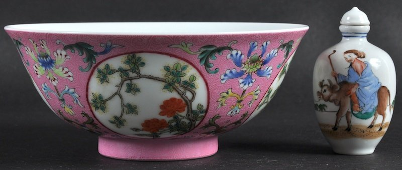 A CHINESE PORCELAIN ENAMELLED SCRAFITO BOWL bearing