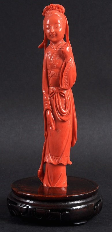 A FINE EARLY 20TH CENTURY CHINESE CARVED RED CORAL