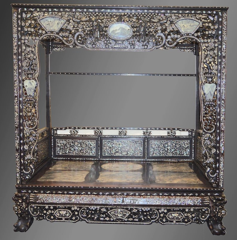 A FINE AND RARE 19TH CENTURY CHINESE HONGMU INLAID BED