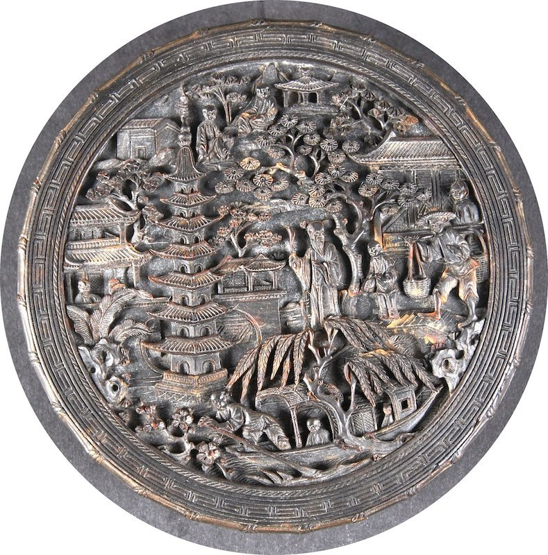 A LOVELY 19TH CENTURY CHINESE CARVED CANTON