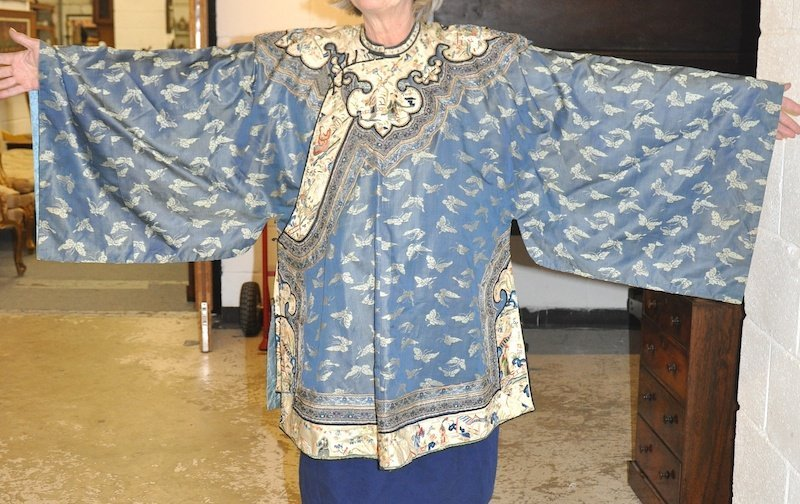 A LATE 19TH CENTURY CHINESE BLUE SILKWORK JACKET