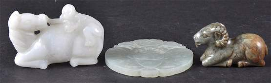 AN EARLY 20TH CENTURY CHINESE CARVED JADE FIGURE OF A