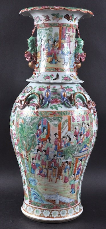 A 19TH CENTURY CHINESE CANTON FAMILLE ROSE BALUSTER