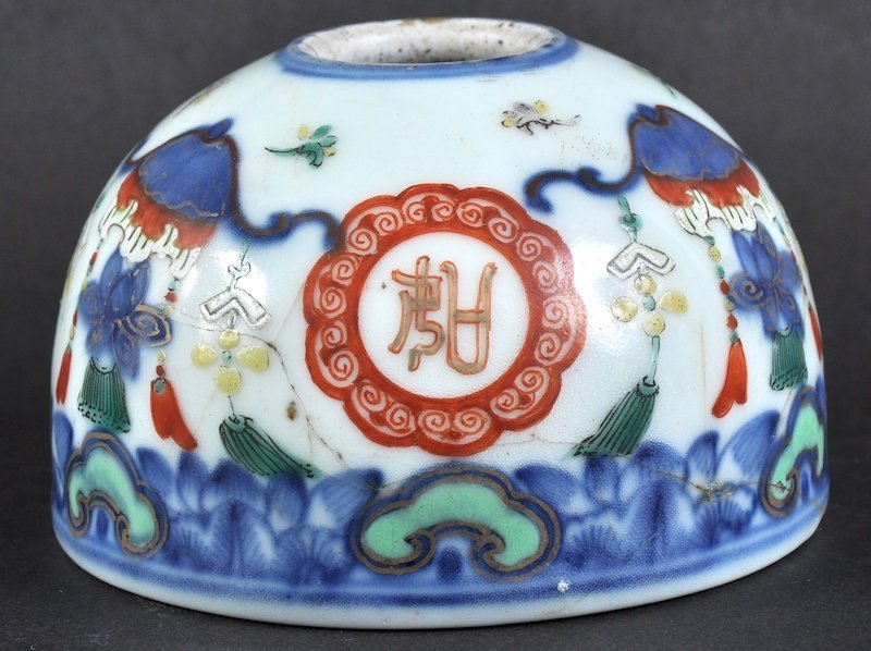 A CHINESE QING DYNASTY PORCELAIN WUCAI BRUSH WASHER