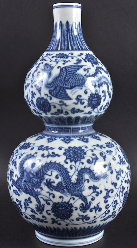 A CHINESE QING DYNASTY BLUE AND WHITE PORCELAIN DOUBLE