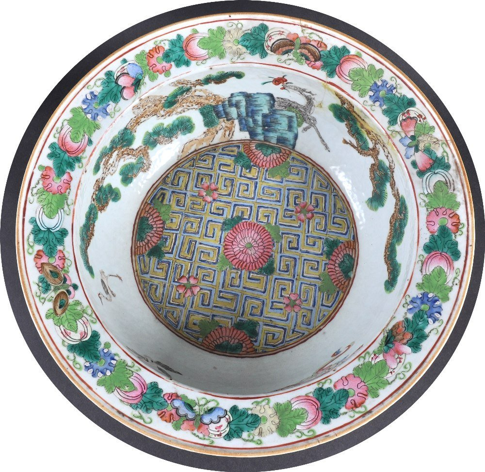 A 19TH CENTURY CHINESE CANTON ENAMEL FAMILLE ROSE BASIN