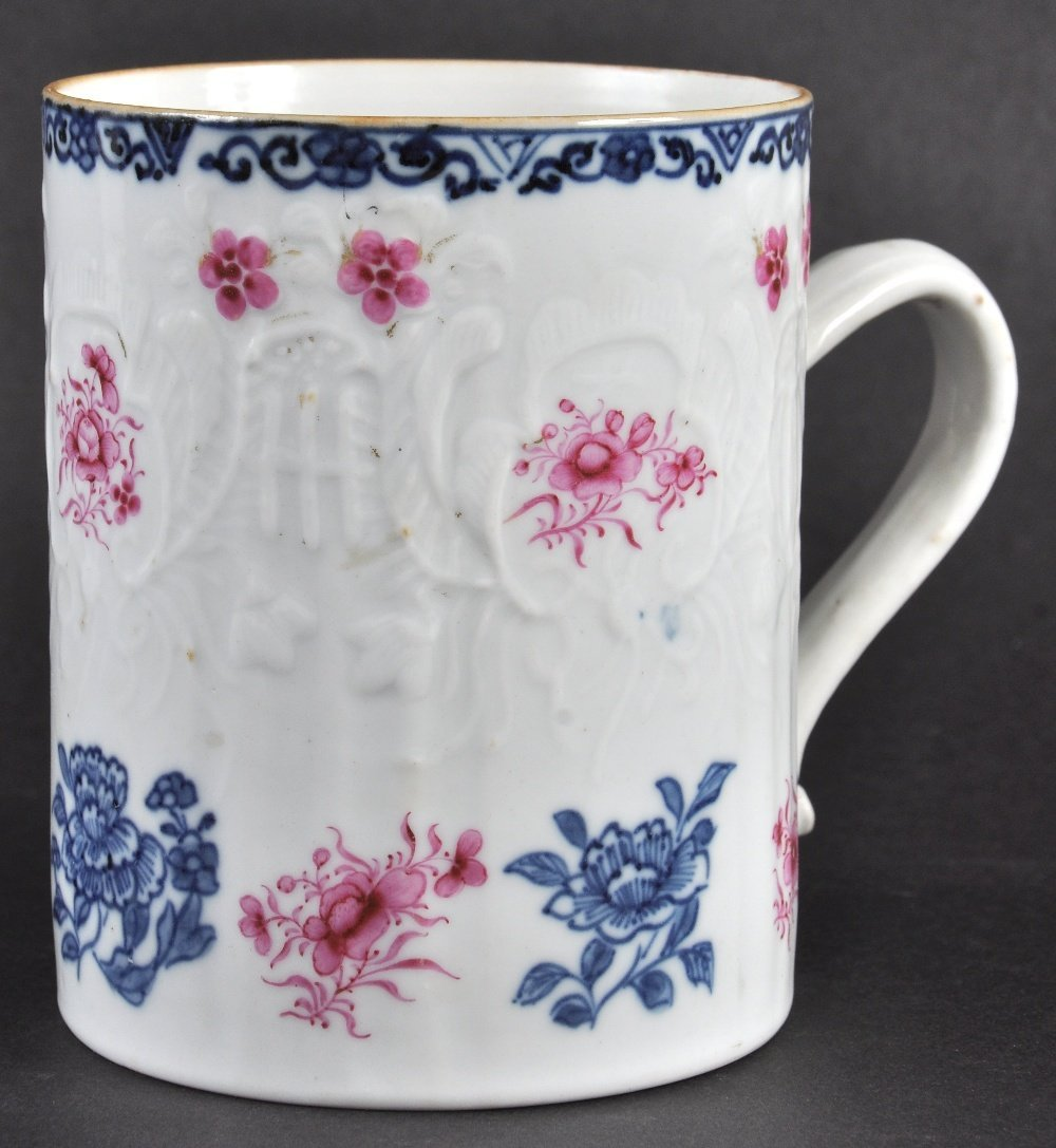 AN 18TH CENTURY CHINESE EXPORT PORCELAIN TANKARD