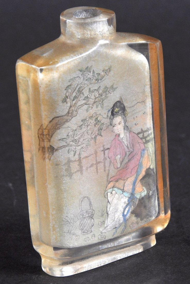 AN EARLY 20TH CENTURY CHINESE REVERSE PAINTED SNUFF