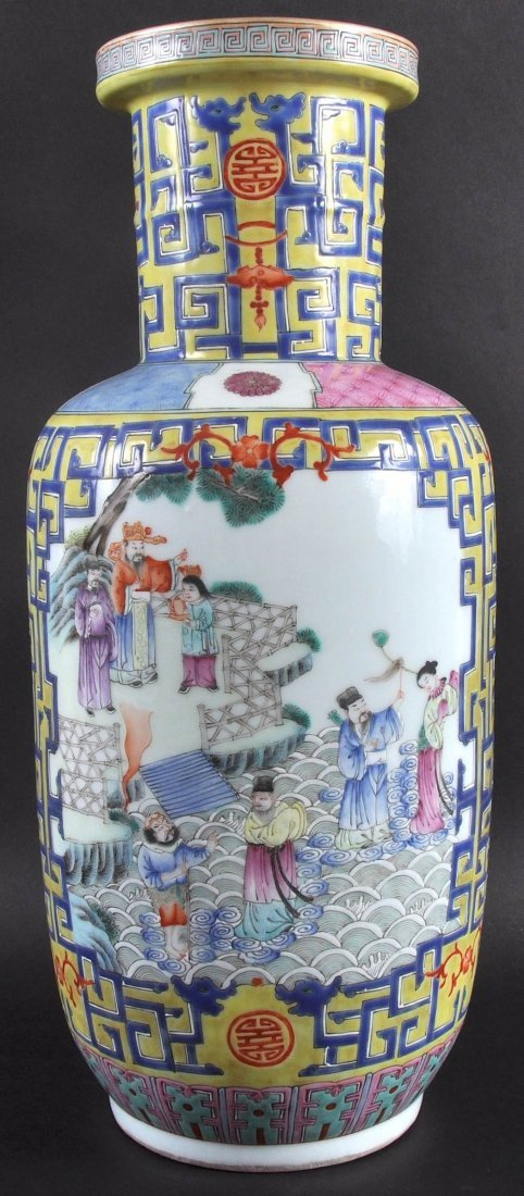 A LATE 19TH CENTURY CHINESE FAMILLE ROSE ROULEAU VASE
