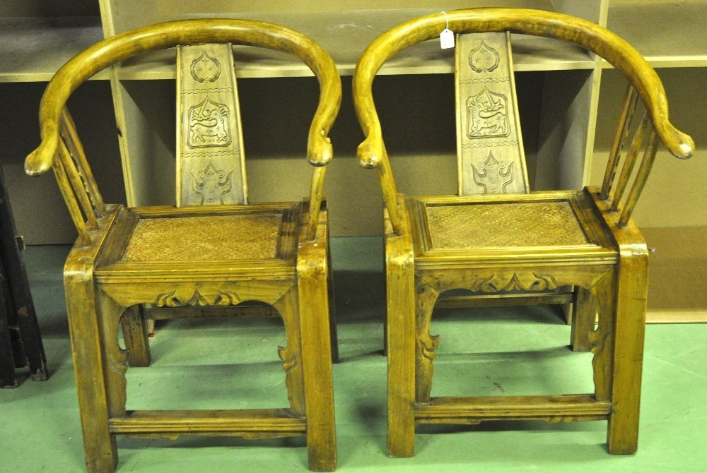 A PAIR OF EARLY 20TH CENTURY CHINESE CARVED ELM