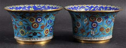 A PAIR OF CHINESE QING DYNASTY CLOISONNE ENAMEL BEAKERS
