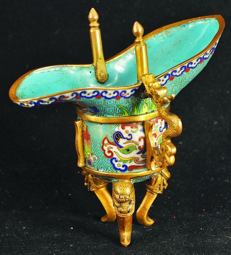 A GOOD QUALITY 19TH CENTURY CHINESE CLOISONNÉ BRONZE