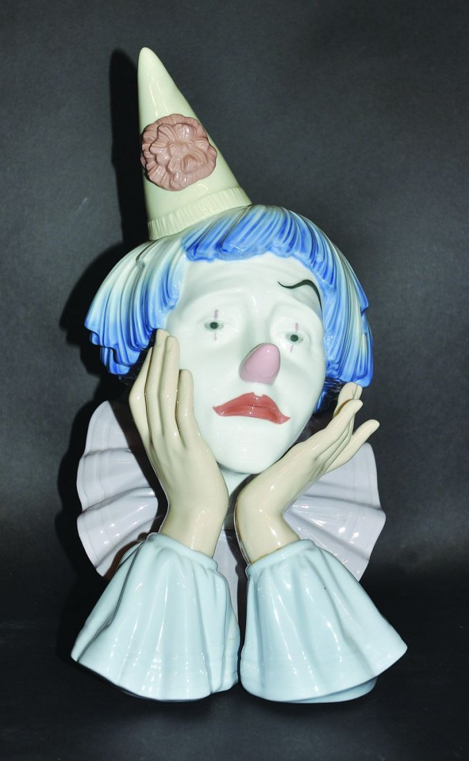 A LLADRO JESTER, No. 5129, Issued 1982, 12.25ins high.