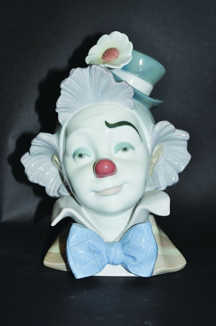 A LLADRO JESTER, 'STAR STRUCK', No. 5610, Issued 1989,
