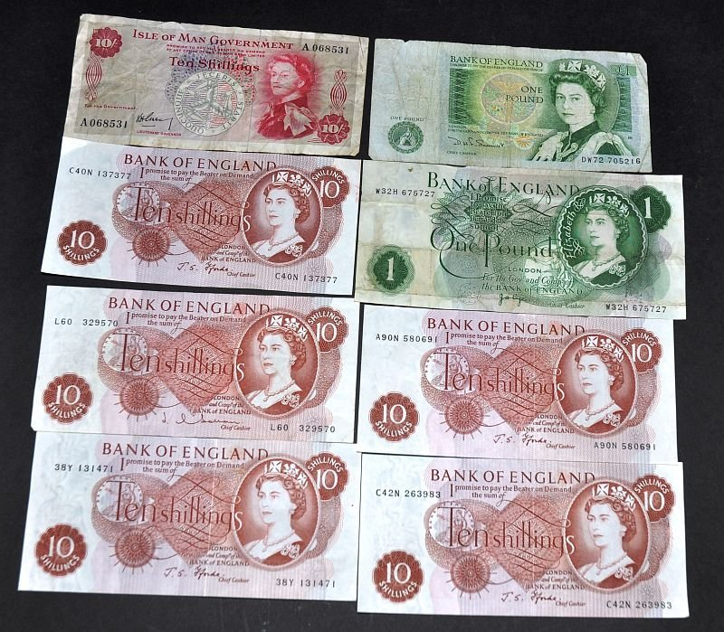 Two English pound notes, five English 10 shilling notes