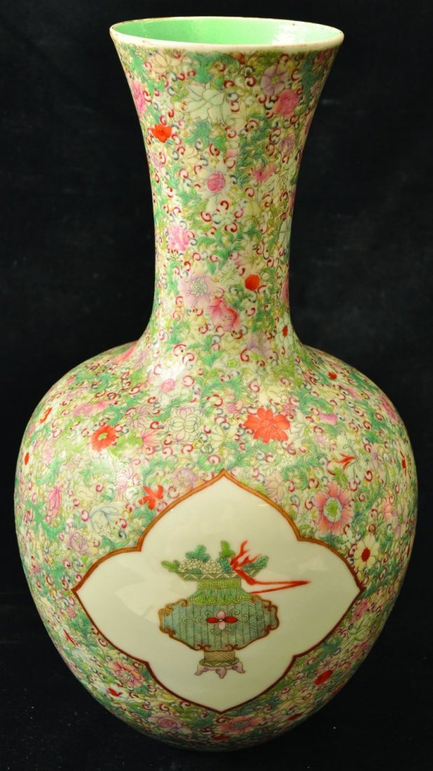 A GOOD CHINESE REPUBLIC PERIOD FAMILLE ROSE MILLEFLEUR