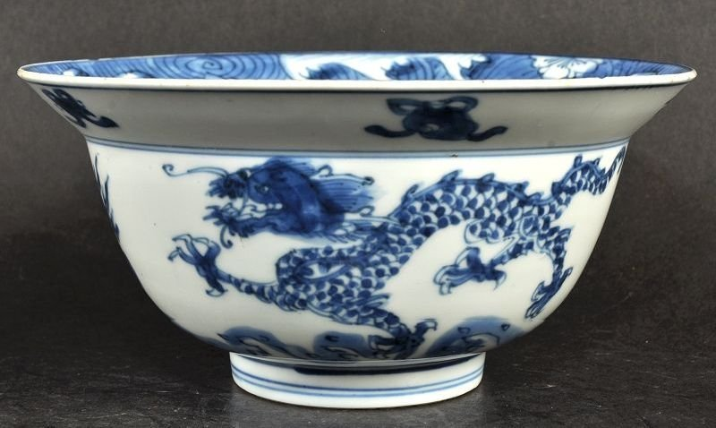 A CHINESE KANGXI PERIOD BLUE & WHITE PORCELAIN BOWL,