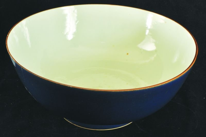 AN 18TH CENTURY CHINESE POWDER-BLUE PORCELAIN BOWL, the