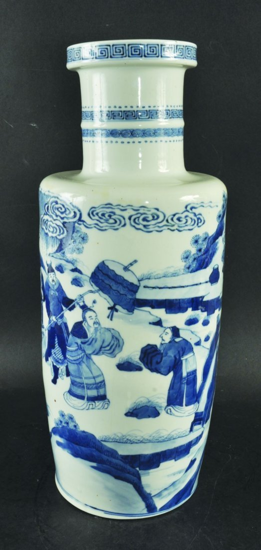 A 19TH CENTURY CHINESE BLUE & WHITE PORCELAIN ROULEAU