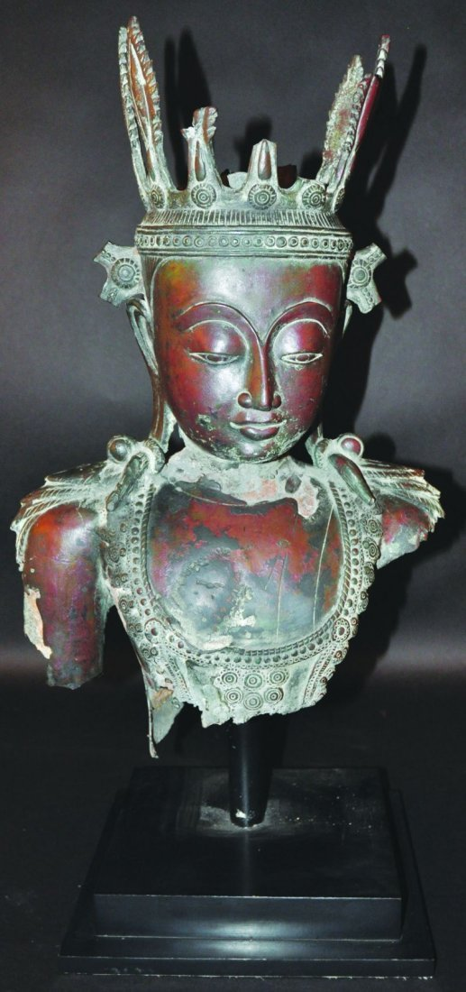 A GOOD 18TH CENTURY SHAN STYLE BURMESE BRONZE BUST OF