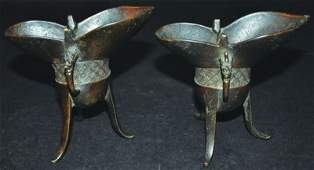 A PAIR OF CHINESE BRONZE JUE RITUAL TRIPOD VESSELS