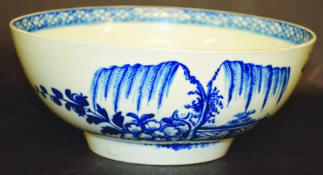AN 18TH CENTURY LIVERPOOL GOOD BOWL painted with a
