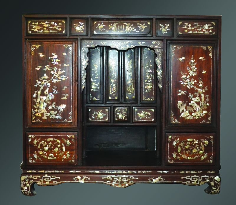 A LATE 19TH CENTURY CHINESE ROSEWOOD & MOTHER-OF-PEARL
