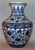 A LARGE CHINESE BLUE & WHITE PORCELAIN MING-STYLE