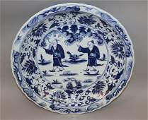 A LARGE GOOD QUALITY CHINESE BLUE & WHITE PORCELAIN