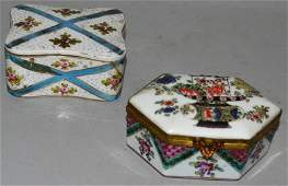 A 19TH CENTURY PARIS BOX AND COVER IN CHINESE STYLE, a