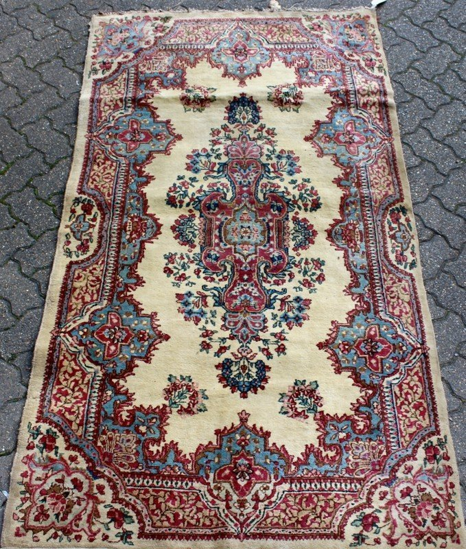 A SMALL KERMAN RUG, cream ground with stylized floral
