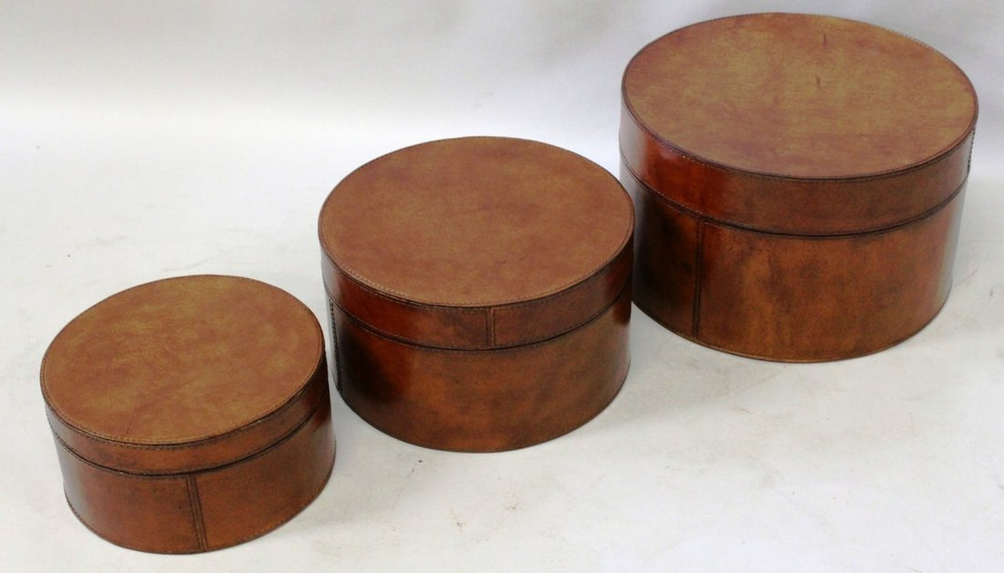 521A. A SET OF THREE CIRCULAR LEATHER HAT BOXES AND