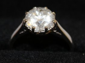 690. A Good Solitaire Diamond Ring Of Approx. 2.3cts,