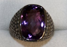 840. A Good Amethyst And Diamond Ring Set In Yellow