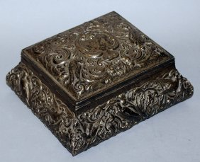 968. A Good Silver Jewellery Box And Cover, Repousse