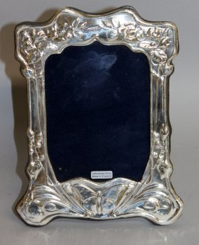 977. An Art Nouveau Pattern Upright Photograph Frame.