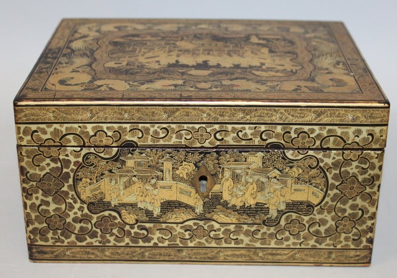 A GOOD QUALITY 19TH CENTURY CHINESE GILT LACQUERED WOOD