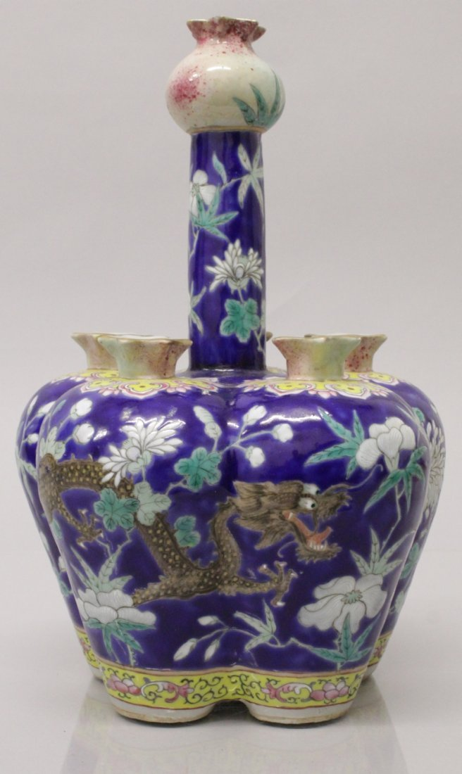 A GOOD QUALITY 19TH CENTURY CHINESE FAMILLE ROSE BLUE
