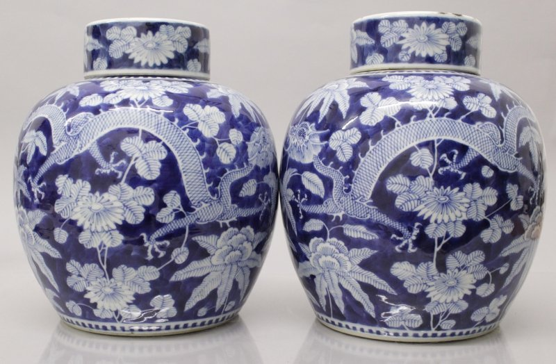 A GOOD PAIR OF 19TH CENTURY CHINESE BLUE & WHITE - 2