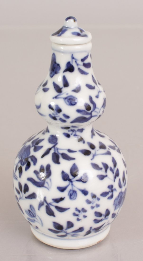 A 19TH CENTURY CHINESE BLUE & WHITE DOUBLE GOURD