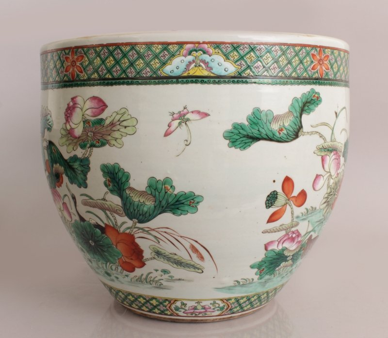 A GOOD LARGE 19TH CENTURY CHINESE FAMILLE ROSE-VERTE - 2