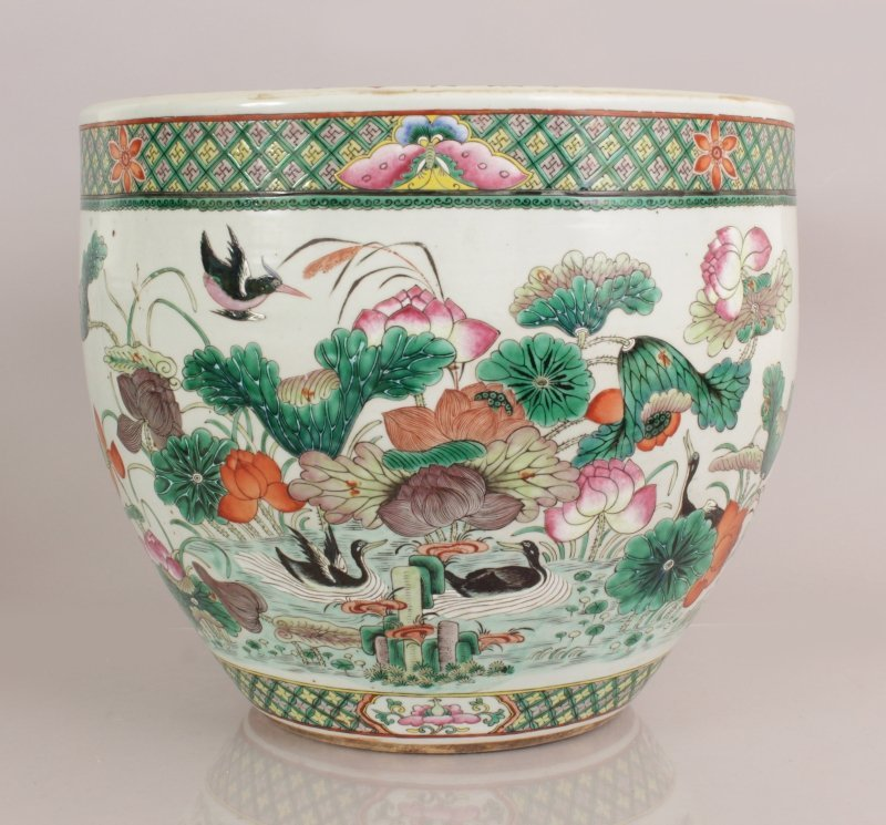 A GOOD LARGE 19TH CENTURY CHINESE FAMILLE ROSE-VERTE - 3