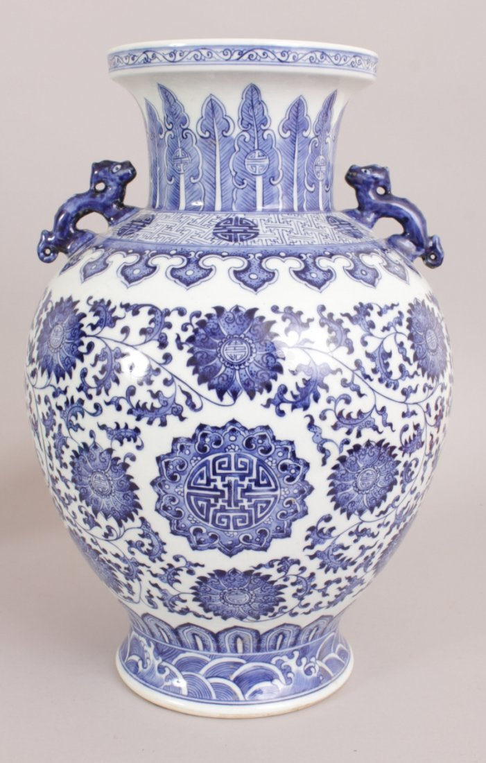 A LARGE CHINESE BLUE & WHITE PORCELAIN VASE, decorated - 3