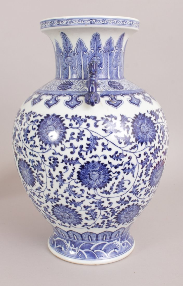 A LARGE CHINESE BLUE & WHITE PORCELAIN VASE, decorated - 4