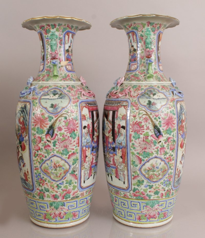 A LARGE PAIR OF 19TH CENTURY CHINESE CANTON FAMILLE - 2