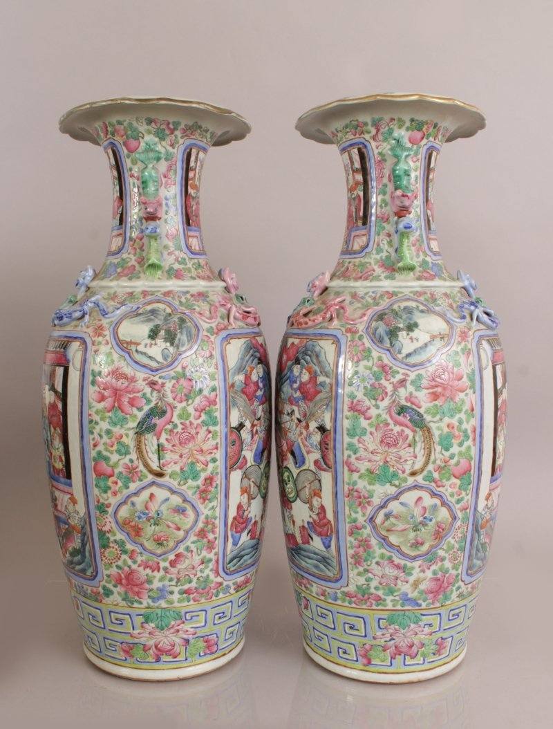 A LARGE PAIR OF 19TH CENTURY CHINESE CANTON FAMILLE - 4