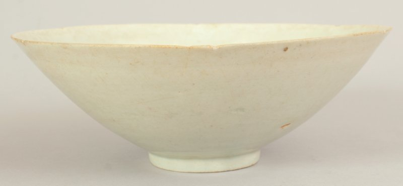 A CHINESE SONG DYNASTY CELADON PORCELAIN BOWL, of