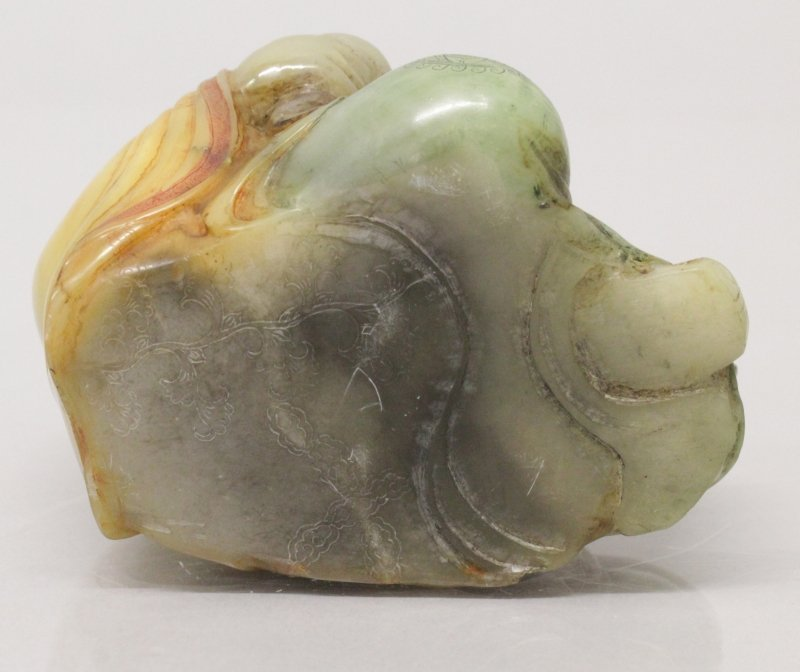 A CHINESE SOAPSTONE FIGURE OF A RECLINING LOHAN, the - 4