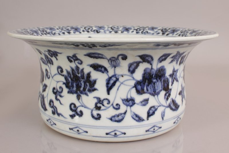 A LARGE CHINESE EARLY MING STYLE PORCELAIN BOWL, with
