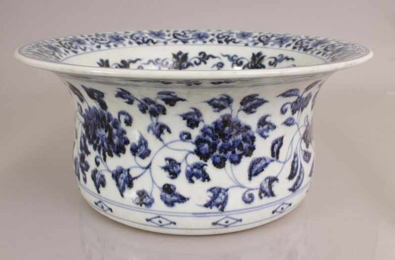 A LARGE CHINESE EARLY MING STYLE PORCELAIN BOWL, with - 3